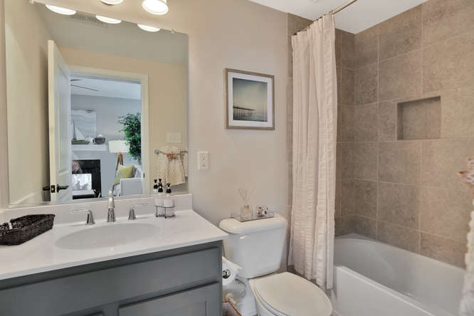5239 Bedford Falls Circle Glen-small-008-13-Bathroom-666x444-72dpi