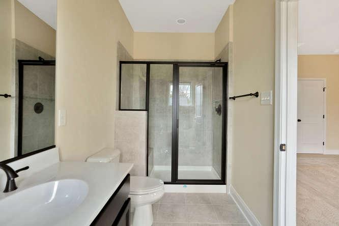 5255 Bedford Falls Circle Glen-small-025-18-Master Bath-666x444-72dpi